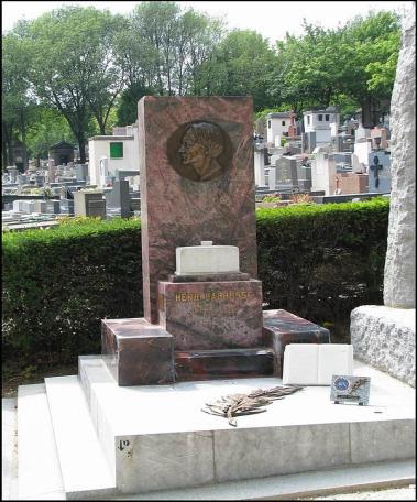 Прах Анри Барбюс перевезли в Париж и захоронили на кладбище Пер-Лашез